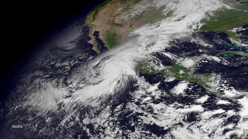 How did Hurricane Patricia get so big so fast? image
