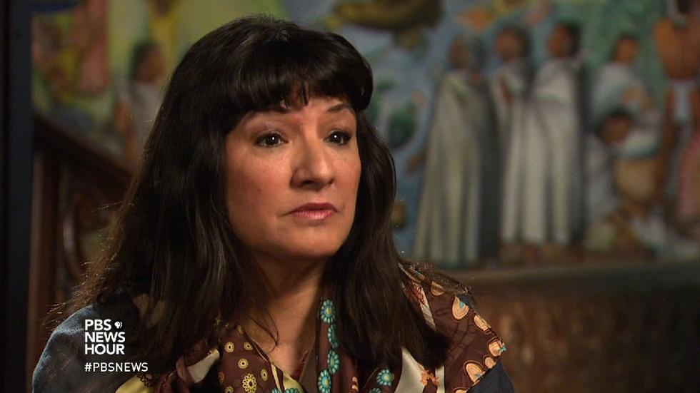 Sandra Cisneros looks back as a writer in search of home image