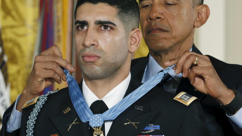 How a Medal of Honor recipient confronted a suicide bomber image