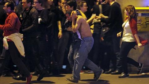PBS NewsHour -- France closes borders after violence explodes across Paris