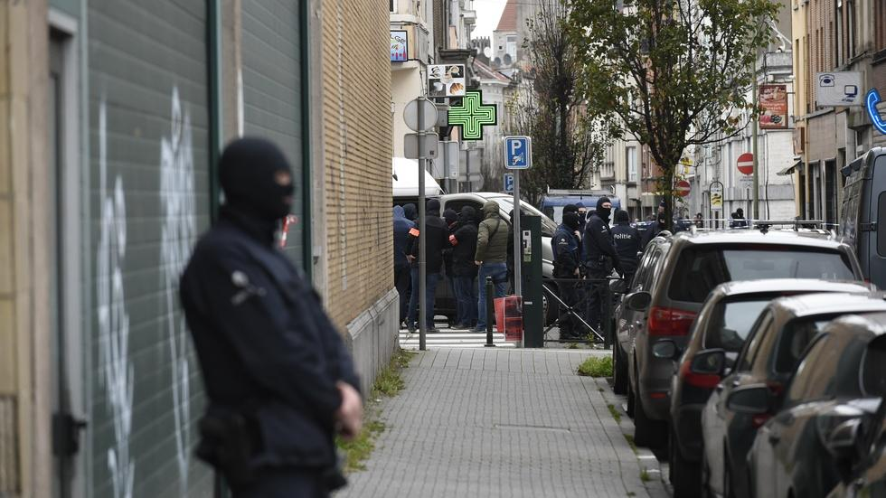 Police scrutinize extremist ties of a Brussels neighborhood image