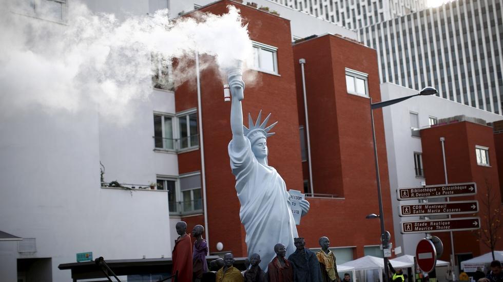 Climate talks move forward, but political roadblocks remain image
