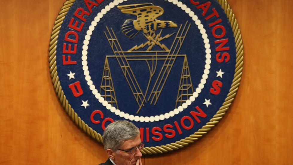 FCC defends net neutrality from internet providers in court image