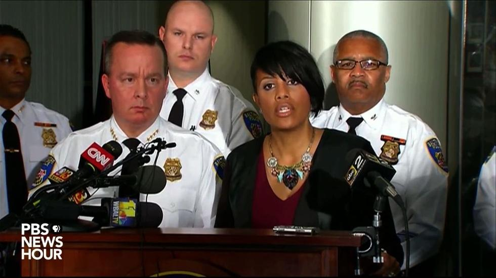 Baltimore mayor responds to mistrial in first Gray case image