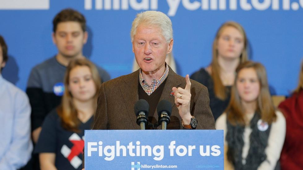 Bill Clinton returns to the trail to campaign for Hillary image
