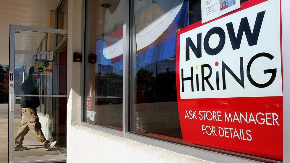 Hiring got a bounce in 2015, while wages stayed flat image