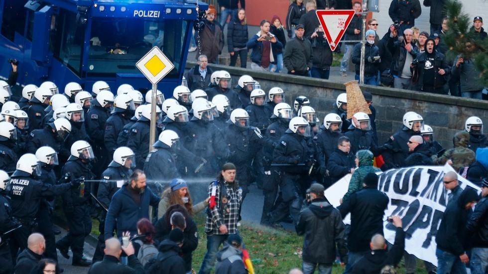Anti-migrant protests turn violent in Germany image