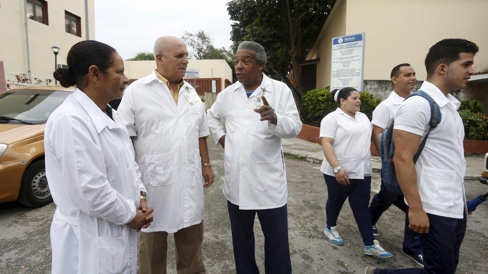 U.S. mulls ending program that urges Cuban doctors to defect image