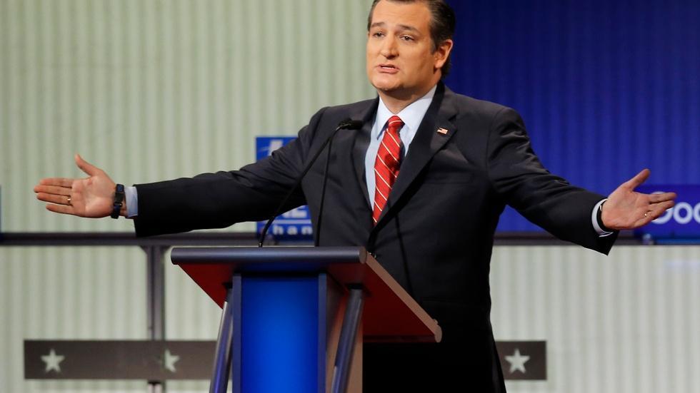 Cruz plays defense in final debate before Iowa image