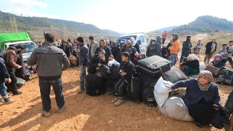 PBS NewsHour -- Turkey pressured to open border as thousands of Syrians flee