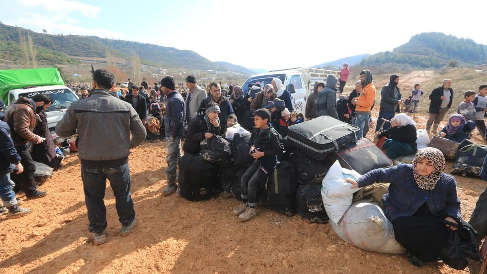 Turkey pressured to open border as thousands of Syrians flee image