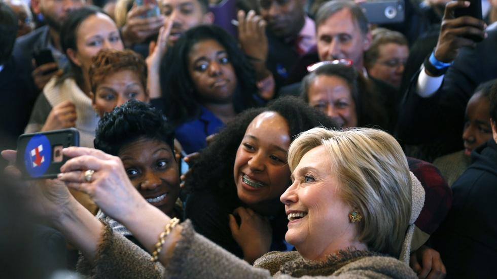 Clinton and Sanders battle for black votes in South Carolina image