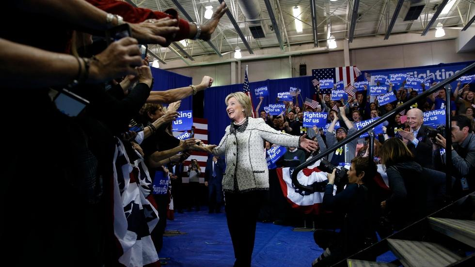 Hillary Clinton sails to victory in South Carolina primary image