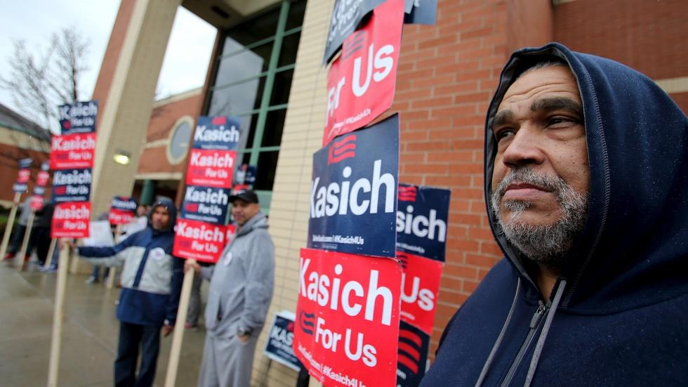 Candidates battle for votes in Ohio ahead of prized primary image