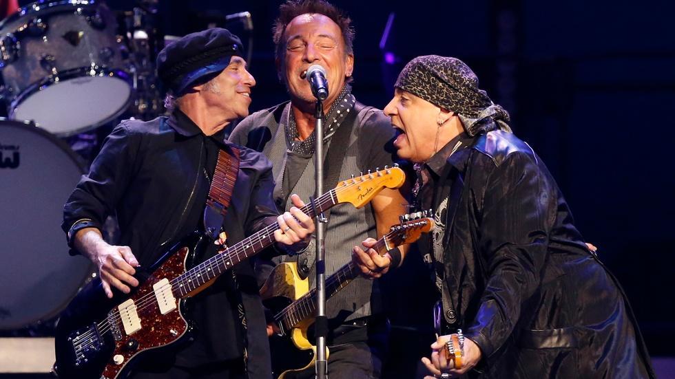Springsteen cancels North Carolina concert over LGBT rights image