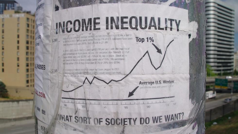 Middle class shrinks as income inequality grows, study finds image