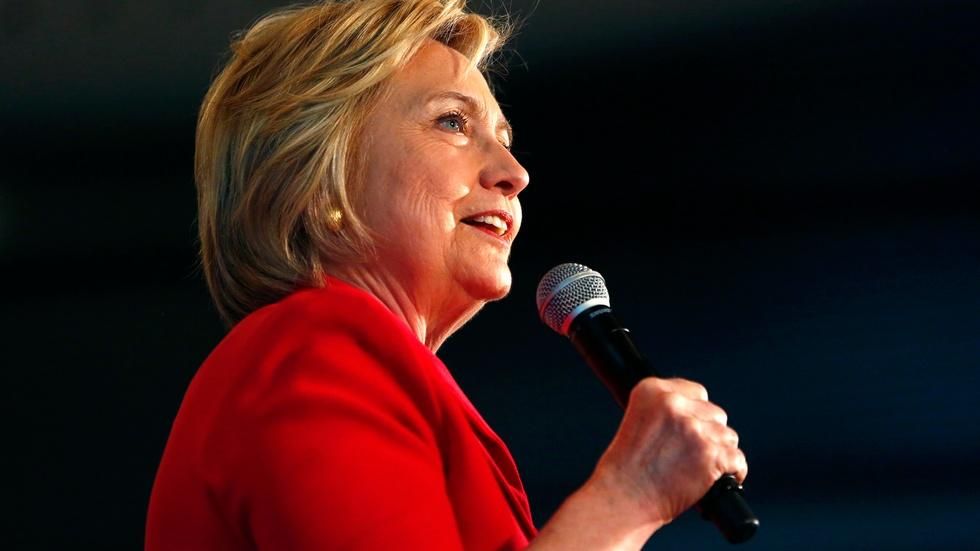 Hillary Clinton barnstorms Kentucky, looking for big win image