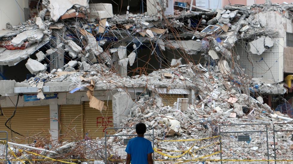 Ecuador looks to rebuild after devastating earthquake image