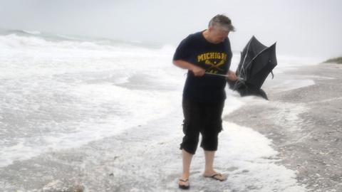 PBS NewsHour -- News Wrap: Tropical storm slams FL; Syrian forces make gains