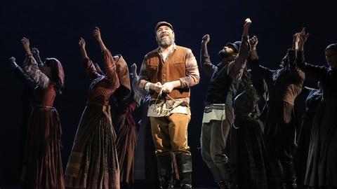 PBS NewsHour -- 'Fiddler on the Roof' lyricist on how it became a sensation