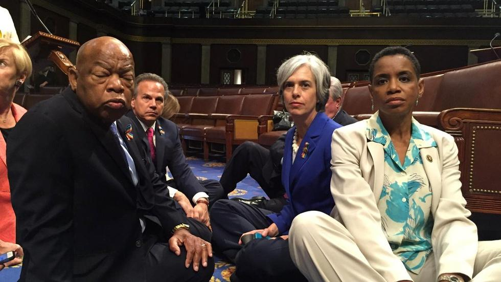 News Wrap: House Democrats hold sit-in on gun control vote image