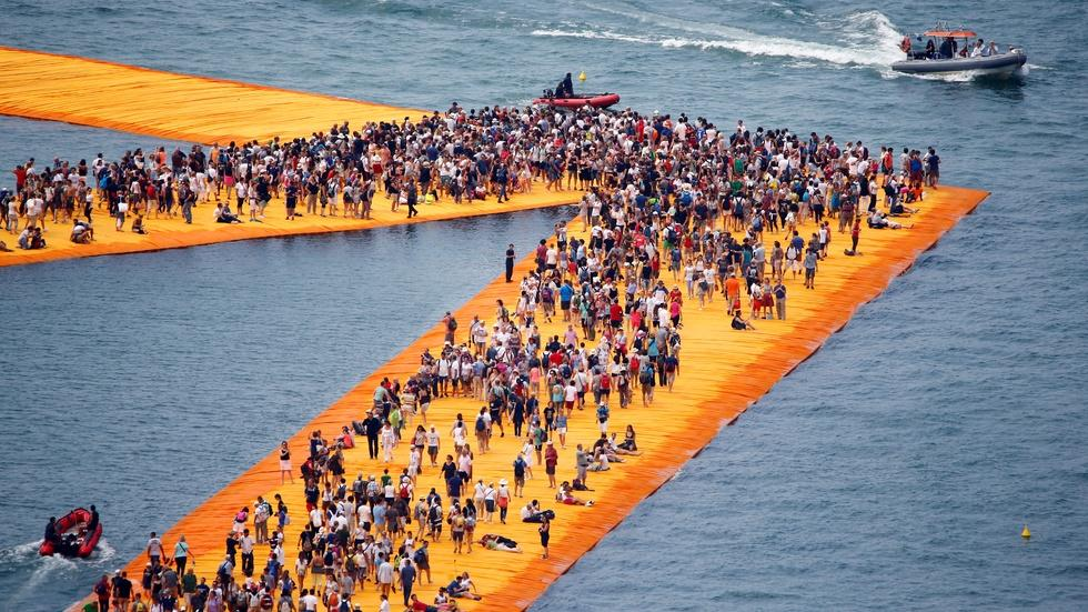 These floating piers let visitors walk on water image