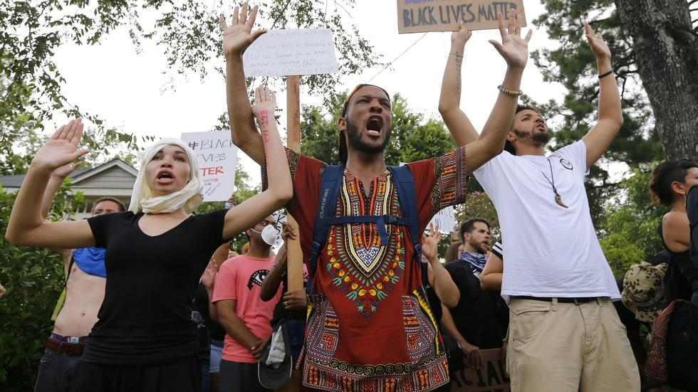 Police violence protests intensify as Dallas mourns officers image