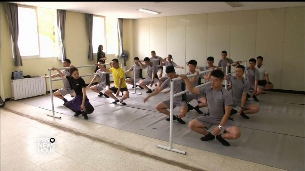 South Korean soldiers dance off stress image