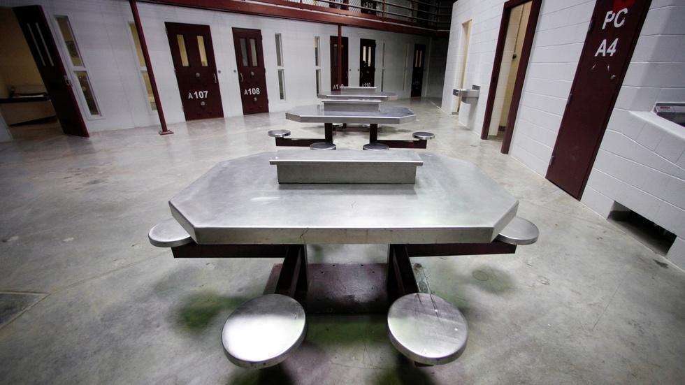 Obama approves major prisoner release from Gitmo image