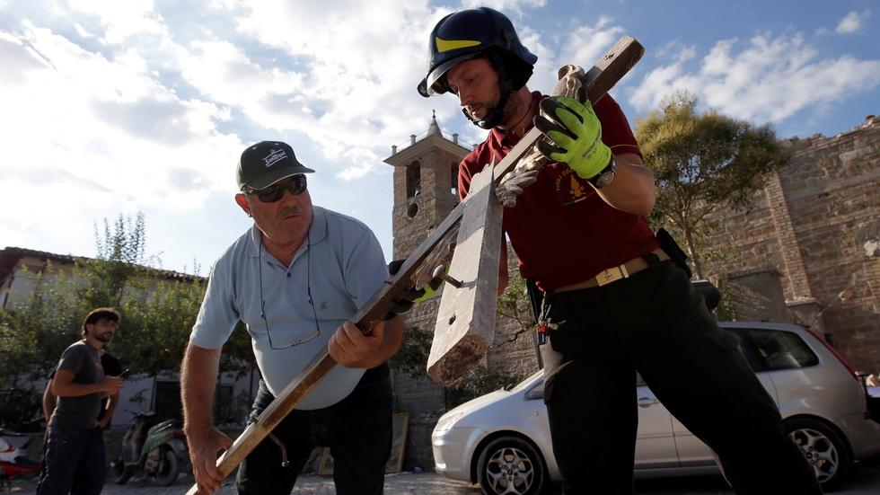 Devastated Italian towns receive global support image