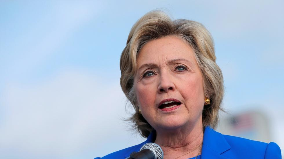 Clinton rebukes Trump for Putin comments image