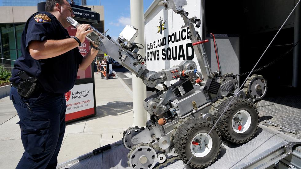 How robots are joining the police force image