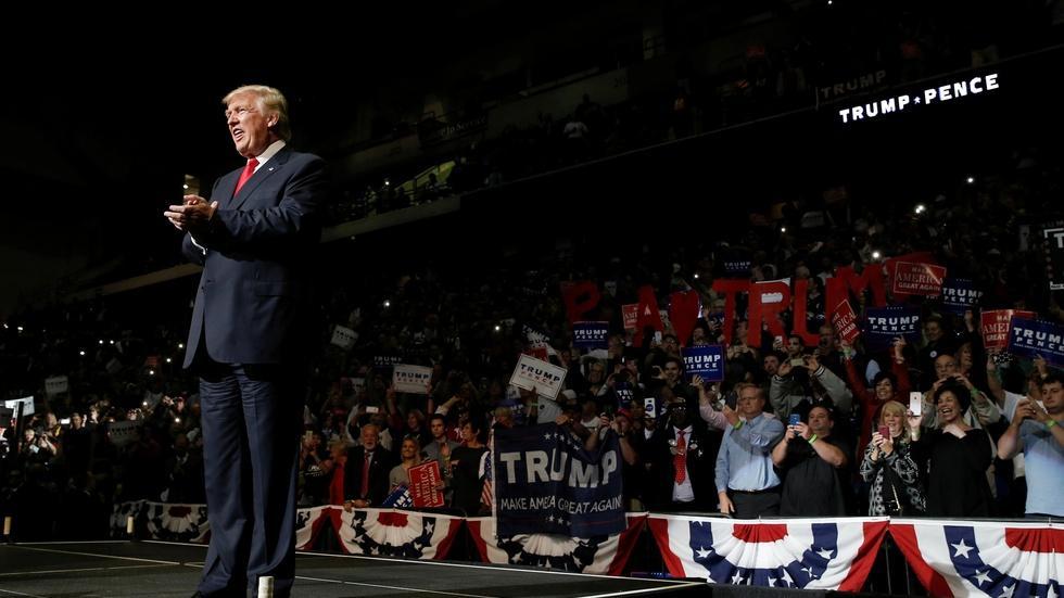 Trump attacks Republicans as Clinton campaigns with Gore image