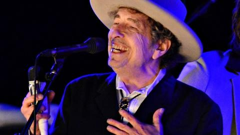 PBS NewsHour -- Nobel honors Bob Dylan, bard for a changing world