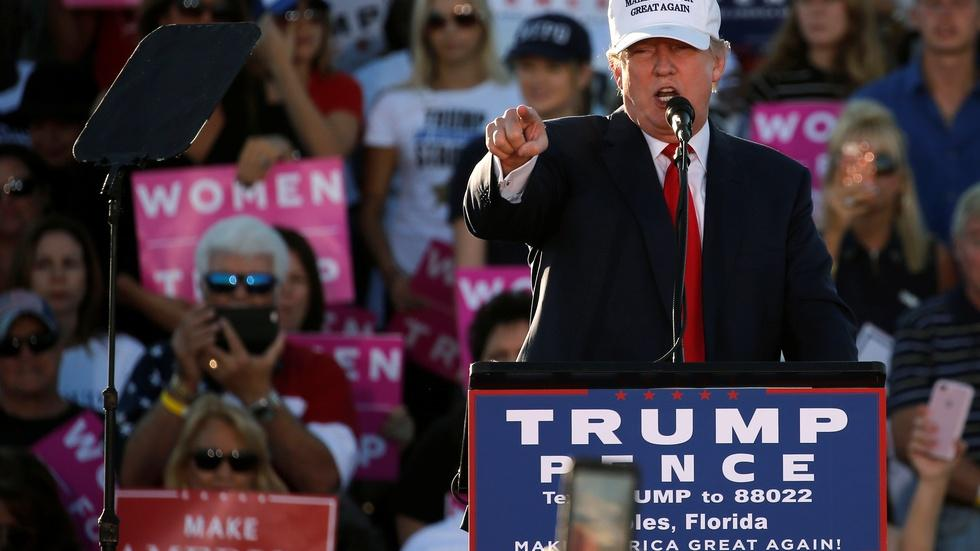 Trump focused on Florida, Clinton fights for other Democrats image