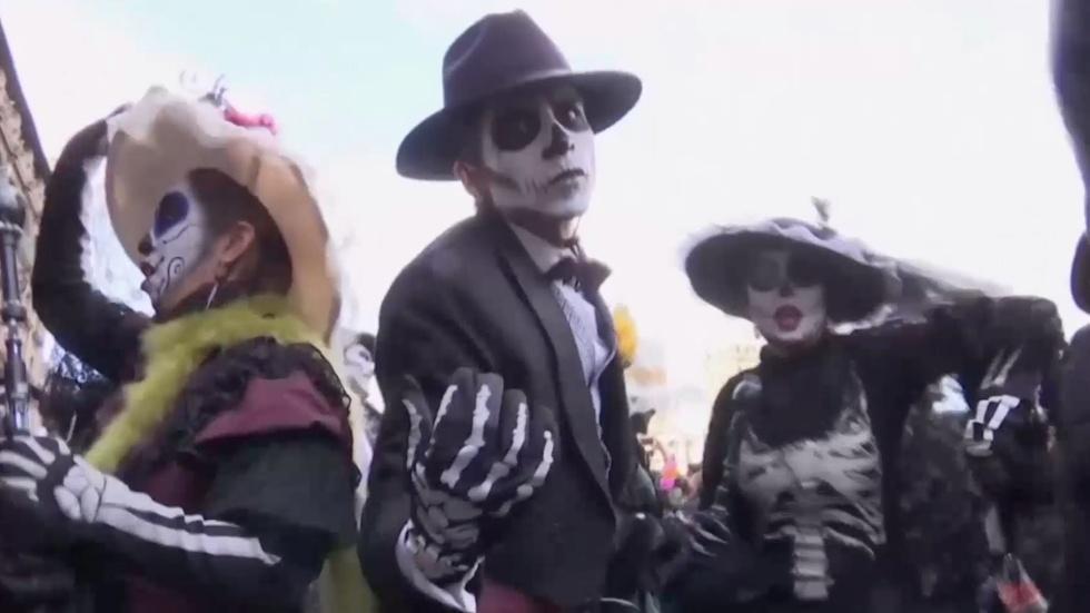 James Bond inspires Dia de los Muertos in Mexico City image