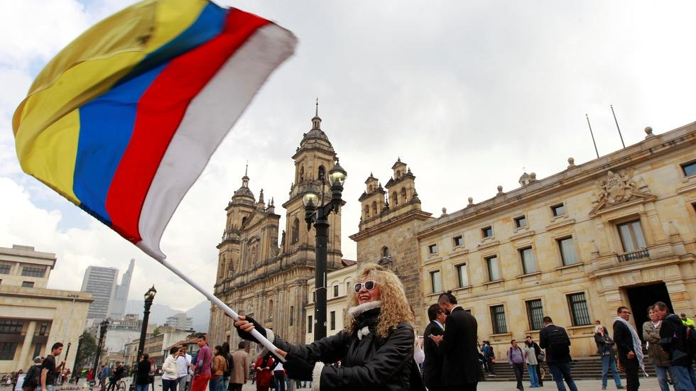 Amidst violence, Colombia signs new peace deal with FARC image