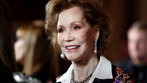 PBS NewsHour -- Mary Tyler Moore was a modern woman's role model