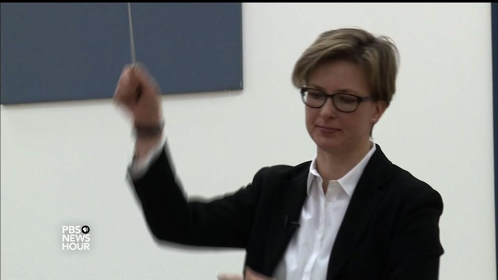 Bringing women conductors to the front of the orchestra image