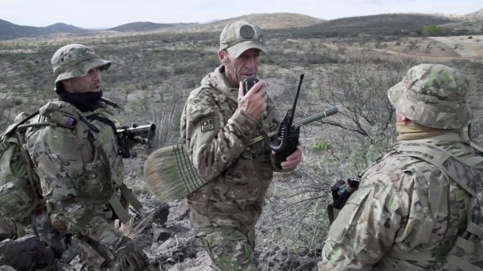 Armed citizens patrol the Arizona-Mexico border image