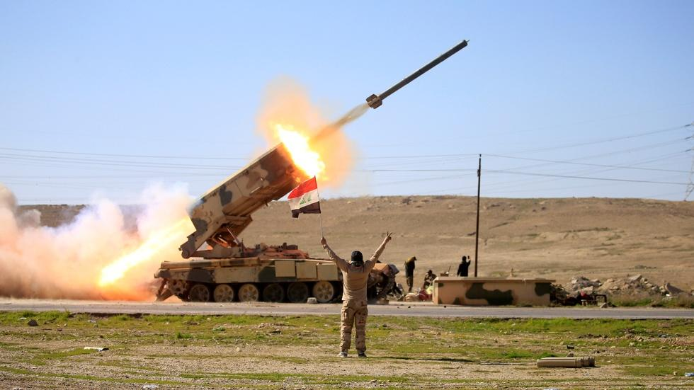 As battle in Mosul rages on, Iraqi forces bomb ISIS in Syria image