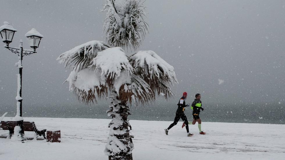 At this Russian lake, winter is the best time for a marathon image