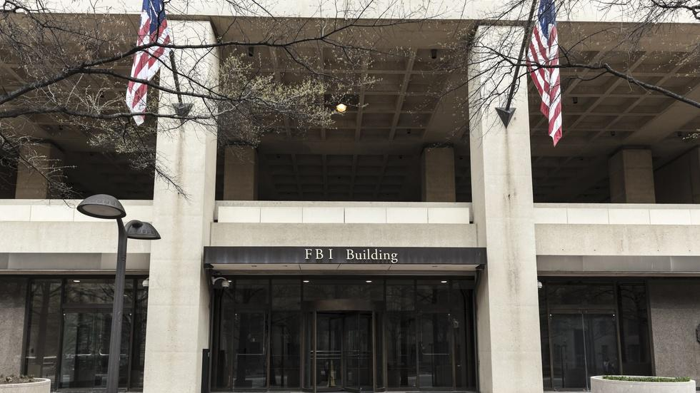 How does the FBI insulate itself from political pressure? image