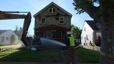 PBS NewsHour -- Raze the Roof: Cleveland Levels Vacant Homes to Revive...