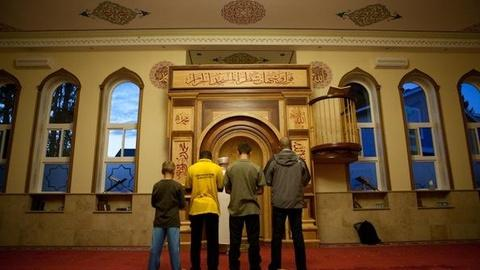PBS NewsHour -- '30 Mosques' Highlights Muslim Americans Across the Country