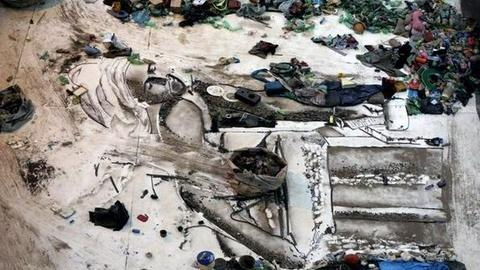 PBS NewsHour -- 'Waste Land' Explores Artist's Use of Garbage to...
