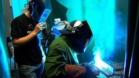 PBS NewsHour -- Illinois Company Looks to Bridge Workers' 'Skills Gap'