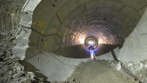 S43 E17: Super Tunnel