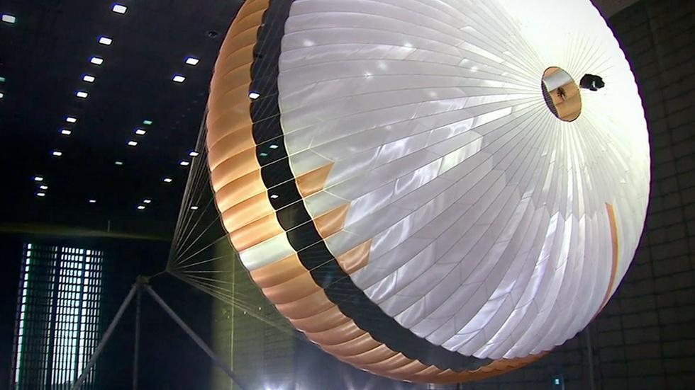 S39 Ep15: Parachute Problems image