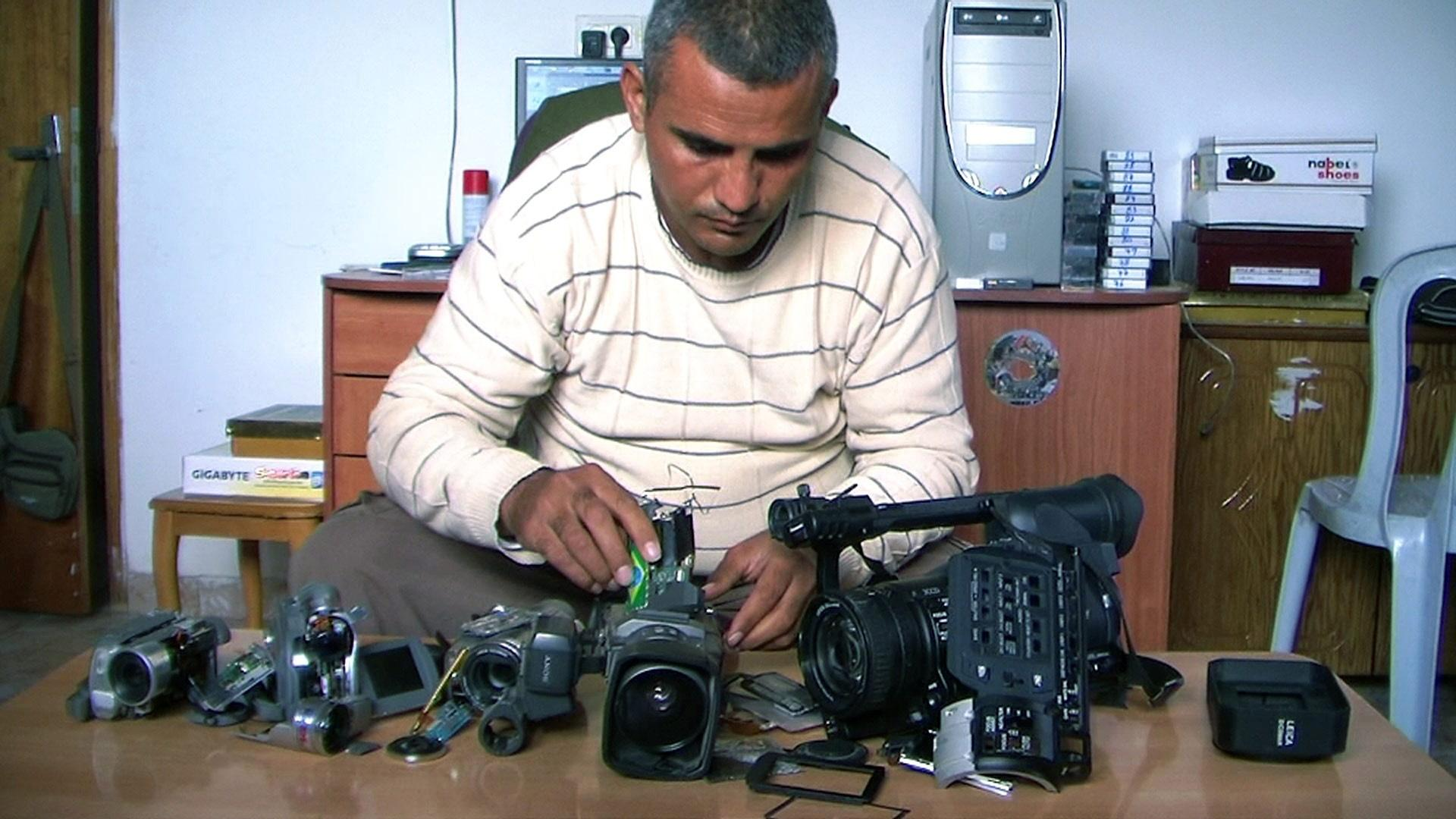 Trailer | 5 Broken Cameras